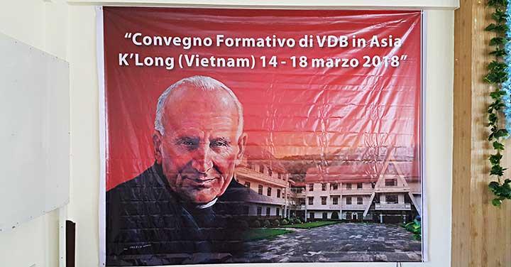 Các vị Trợ úy của các chị em Chí nguyện DonBosco (VDB) tham dự tuần tĩnh tâm và khóa đào luyện tại K'Long, Việt Nam