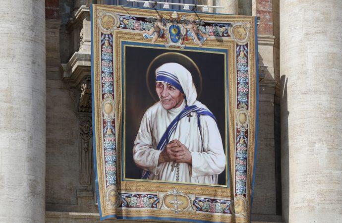 Mother Teresa 2016 Vatican.jpeg